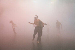 BLANDINE SOULAGE | El clímax de <em>Itmahrag</em>, de Olivier Dubois, con bailarines y raperos egipcios entregados al sonido del <em>mahraganat</em>