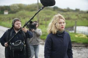 3B |Léa Seydoux, en el rol de la periodista de televisión que se vende al espectáculo de <em>France</em>, de Bruno Dumont