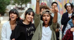 VIRGINIE SURDEJ/AMINE MESSADI | El grupo de adolescentes, integrado en una parte importante por chicas, que participan en la película<em> Haut et fort</em> (<em>Casablanca Beats</em>), de Nabil Ayouch
