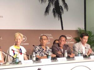 VICENÇ BATALLA | El equipo de <em>Memoria</em>, con la actriz Tilda Swinton, el realizador Apichatpong Weerasethakul, y los actores Elkin Díaz y Juan Pablo Urego, en la conferencia de prensa de Cannes