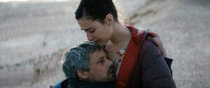 LESFILMSDUBAL   Les acteurs Avshalom Pollak et Nur Fibak dans le film israélien <em>Ha'berech</em> (<em>Le genou d'Ahed</em>) de Nadav Lapid