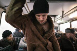 HYPE FILM | Semyon Serzin, interpretando al protagonista que arrastra un gran resfriado en <em>La fiebre de Petrov</em>, del ruso Kiril Serebrennikov