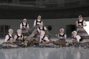 ANNA FÀBREGA | Las nueve bailarinas de la obra <em>Sonoma</em>, de Marcos Morau