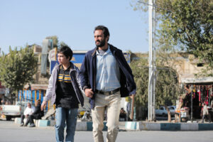 AMIR HOSSEIN SHOJAOI | Amir Jadidi et son fils, dans le film Un héros de l'Iranien Asghar Farhadi