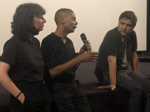 VICENÇ BATALLA | El dj i productor de Detroit Jeff Mills, parlant en la presentació del documental <em>Laurent Garnier: Off the Record</em>, amb la traductora a la seva dreta i el protagonista a la seva esquerra