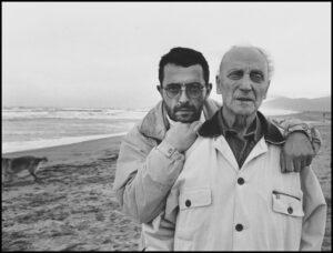 COL·LECCIÓ PASTOR/BARTOLÍ   Jordi i Josep Bartolí a la platja de Sant Cebrià, el 1992, un dels llocs on el segon va ser internat durant <em>La retirada</em>