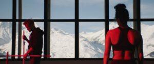 MILLE ET UNE PRODUCTIONS   Jérémie Renier i Noée Abita, entrenador i alumna de competició d'esquí a <em>Slalom</em>, de Charlène Favier